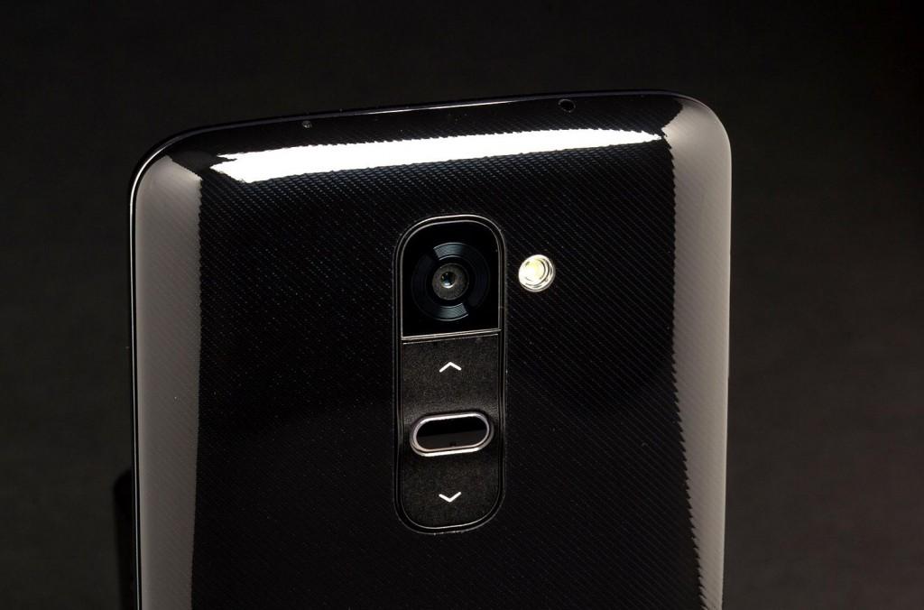 LG-G2-Phone-back-camera-angle