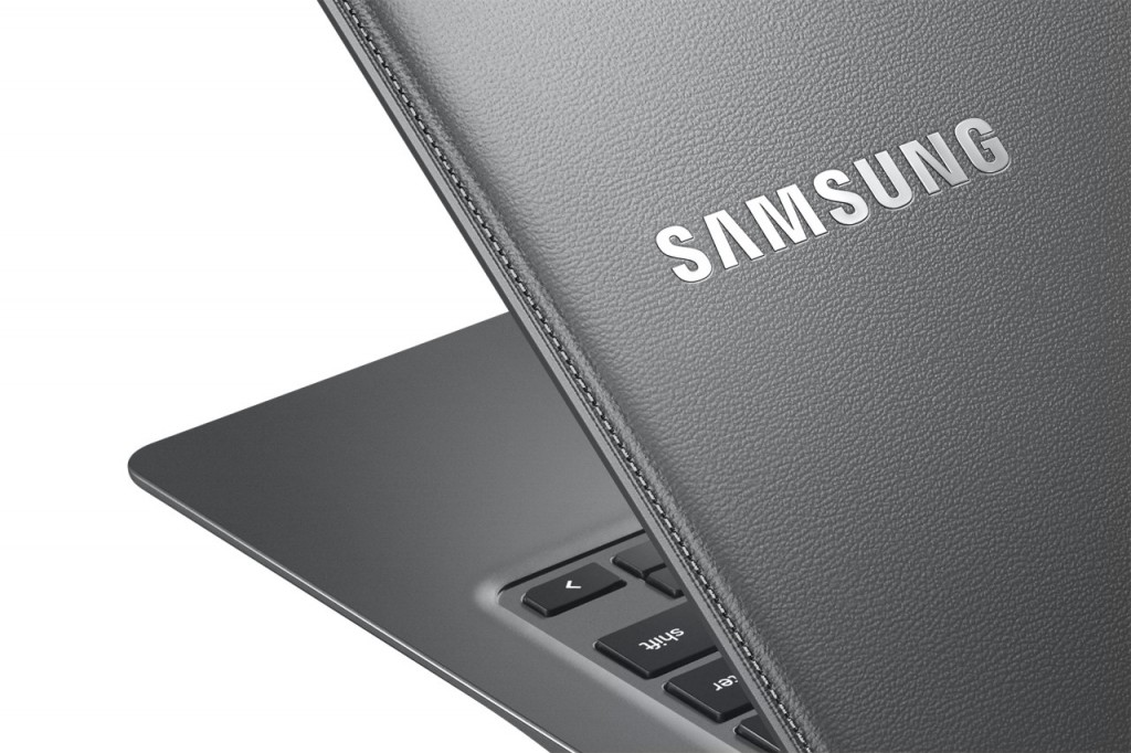 Chromebook2-13_014_Detail_Titanium-Gray-1280x853-1024x682